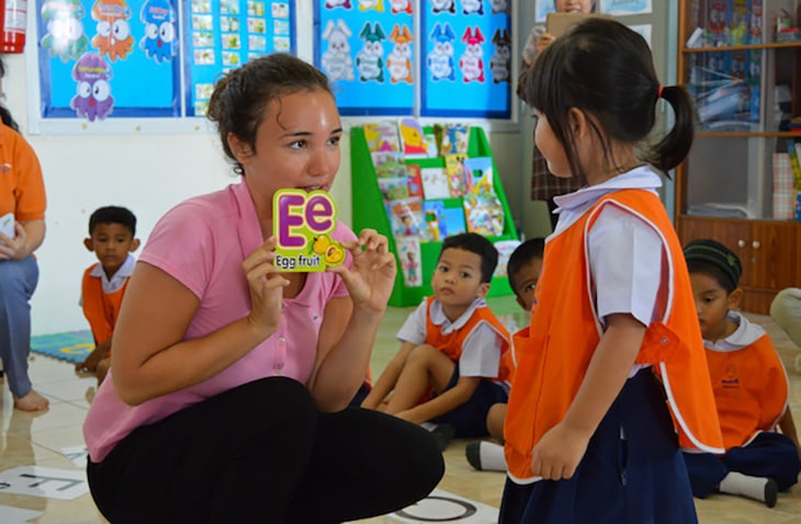 teach English overseas with Projects Abroad