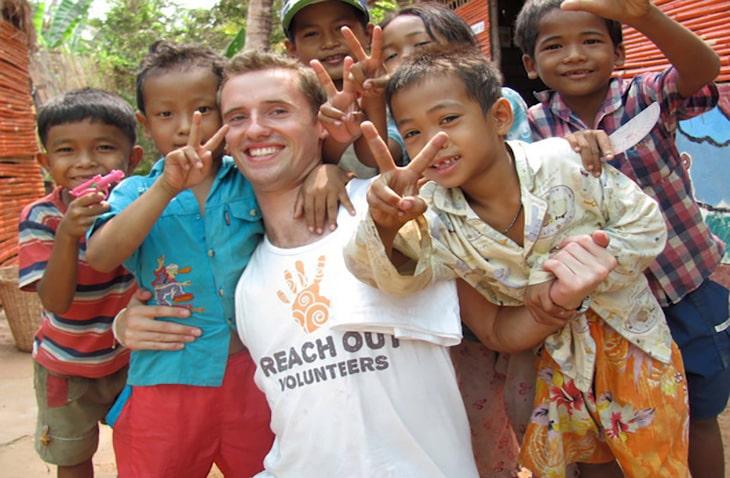 volunteer abroad for 1-2 weeks