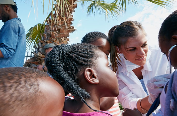 medical volunteer abroad programs for doctors, nurses, pre med students