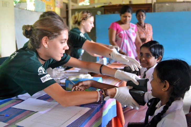 Teen and high school volunteer abroad programs - under 18 mission trips - Projects Abroad